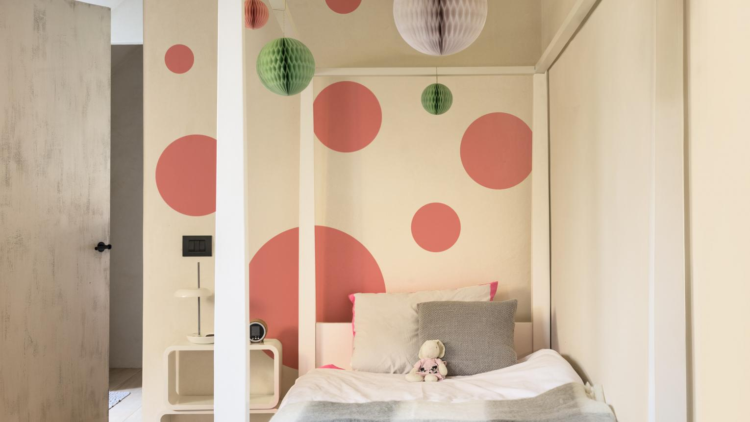 Use circles to create different sized dots in your child's bedroom