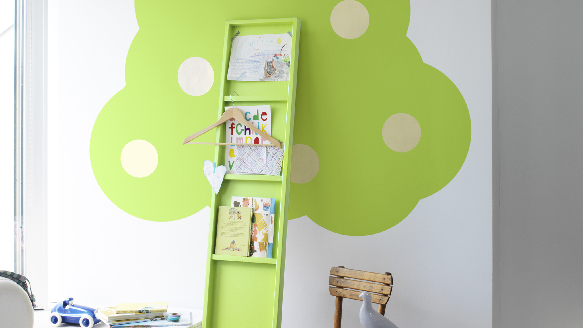 Use circles to create a tree on your child's bedroom wall